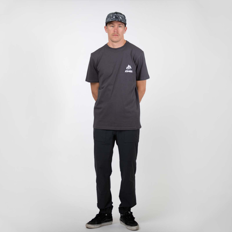 Jones Men's Storm Wolf Snowboard, action shot